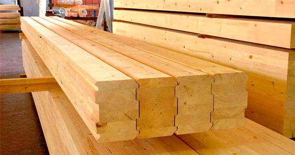 Клееный брус изготовлен из отдельных заготовок-ламелей древесины хвойных пород