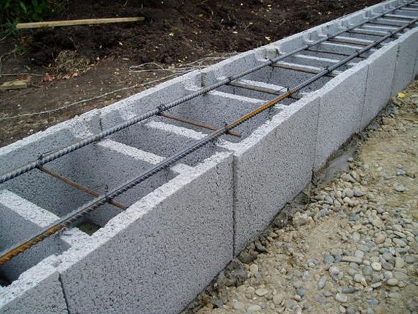 Данный вид опалубки возводится из бетонных плит