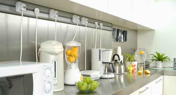 Схема и основные правила расположения розеток на кухне