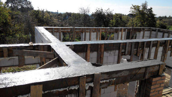Так выглядит армопояс, залитый бетоном
