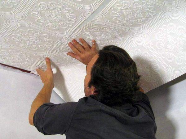 Флизелиновый материал имеет плотную текстуру