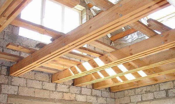 Самым популярным и простым являются деревянные конструкции