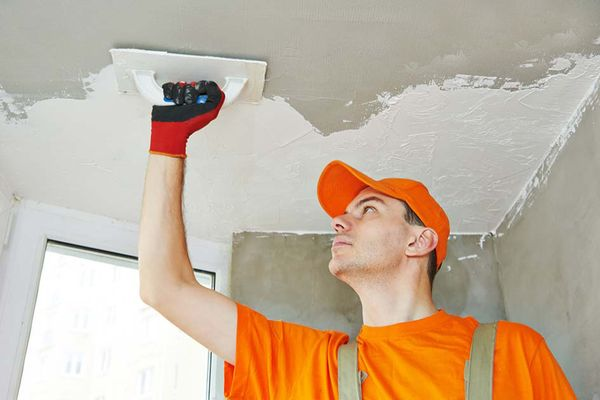 Выравнивание потолка – занятие кропотливое и ответственное